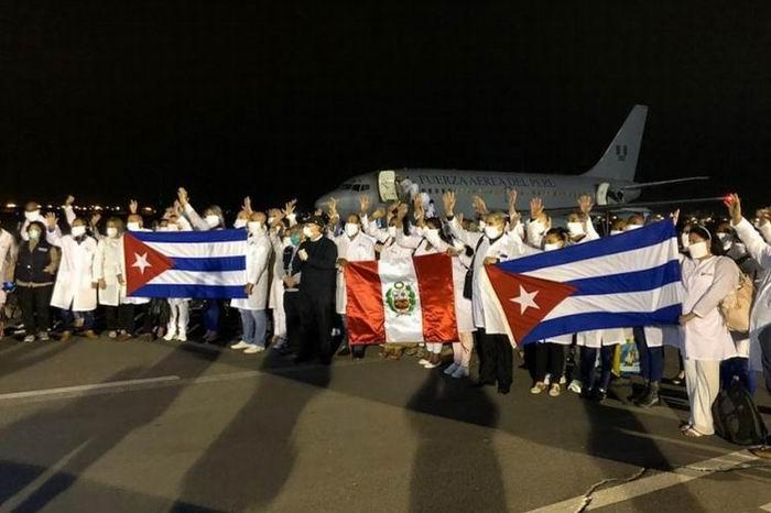 Llegó a Perú Brigada médica cubana a luchar contra la Covid-19