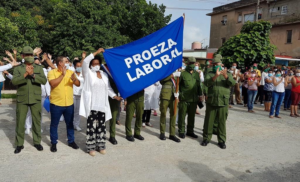 Bandera de Proeza Laboral para colectivos camagüeyanos