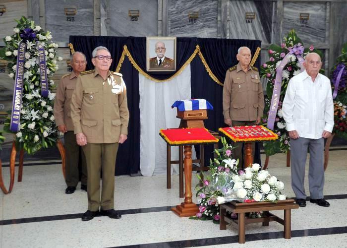 Asiste Raúl a honras fúnebres del General de División Efigenio Ameijeiras (+Audio y Fotos)