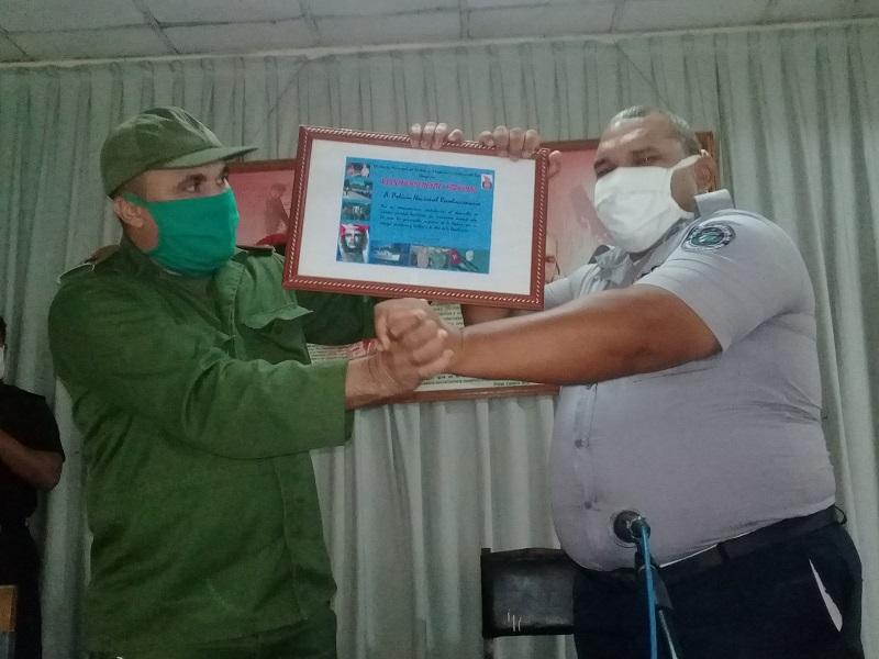 Reconocen en La Habana a combatientes del MININT en su aniversario 59