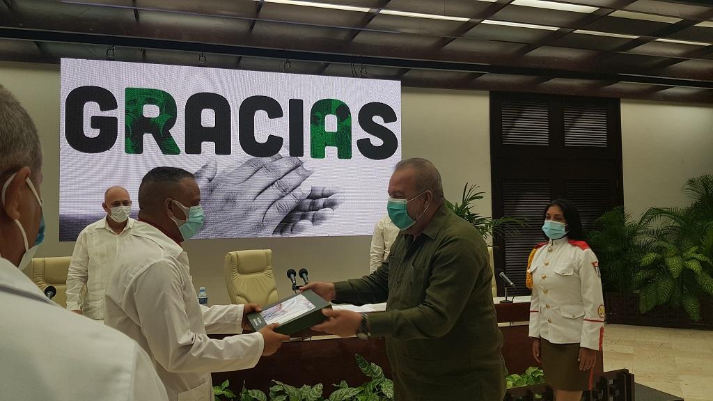 Envían Raúl y Díaz-Canel reconocimiento a integrantes de las brigadas Henry Reeve