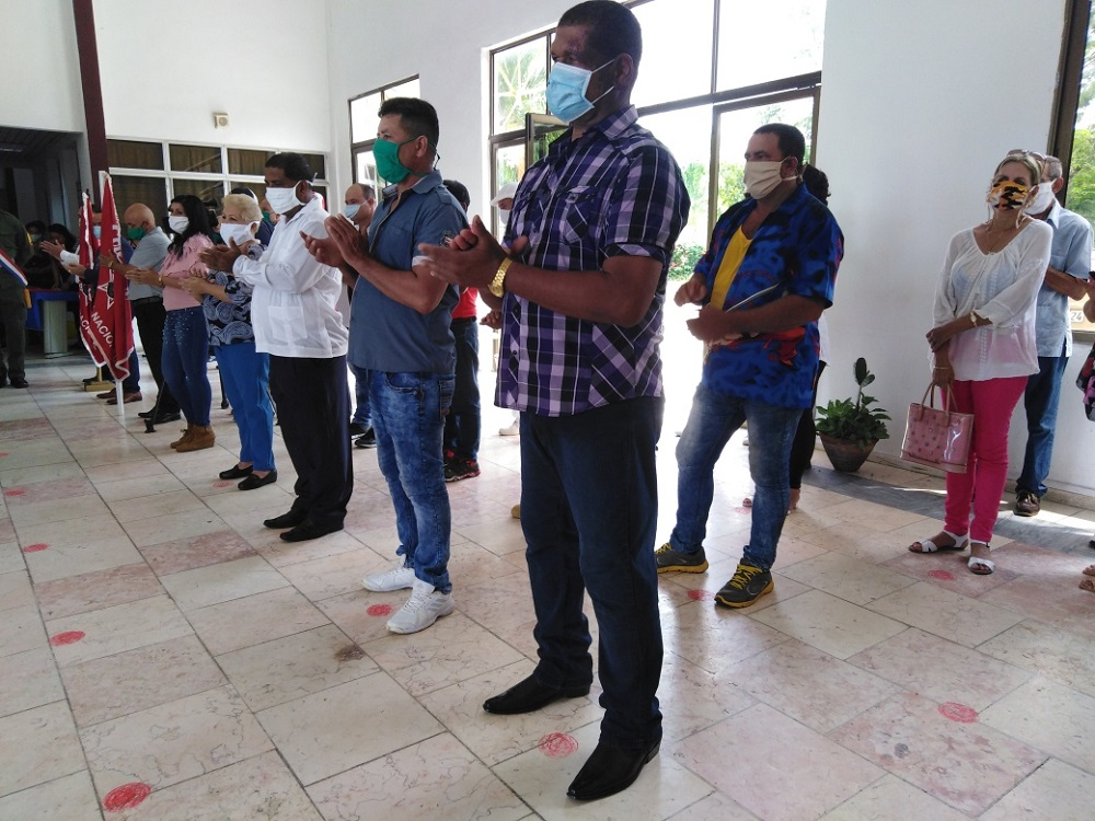 Condecoraron a trabajadores y colectivos tuneros