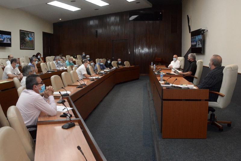 Los protocolos cubanos y el trabajo diferenciado en el enfrentamiento a la COVID-19: un aporte en esta batalla (+Audio)