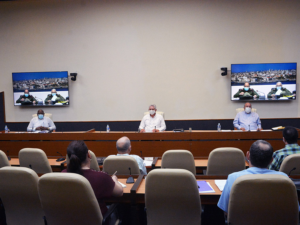 """Díaz-Canel: """"El éxito frente a la COVID-19 también dependerá del comportamiento social disciplinado, cívico y decente"""""""