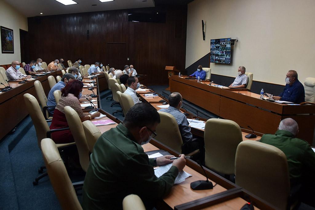 Díaz-Canel: Avanzar para recuperarnos lo más rápido posible