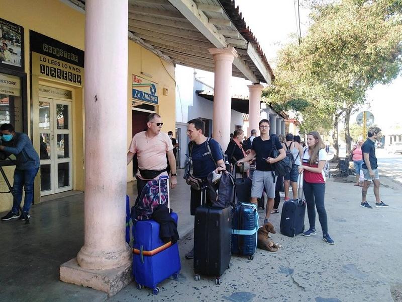 En Audio: Se trasladan turistas alojados en Viñales hacia la capital del país
