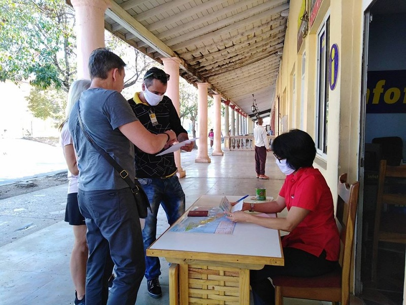 Se trasladan turistas alojados en Viñales hacia la capital del país