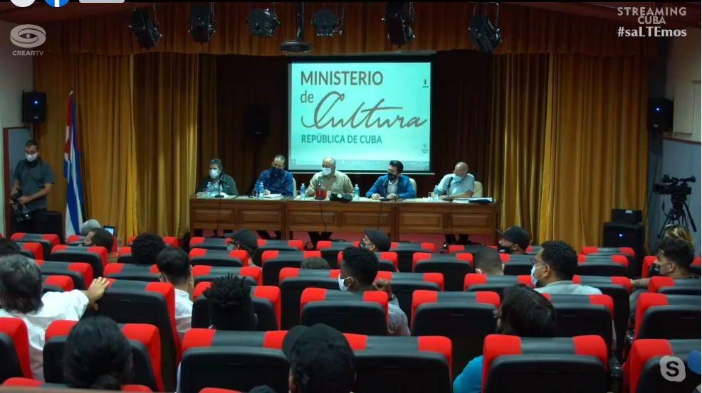 Ministro de Cultura de Cuba y otras autoridades del sector dialogan con jóvenes  artistas