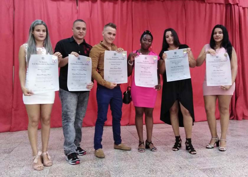 Graduación de la Universidad tunera en tributo a Héroes y Mártires del 26 de Julio (+Audio)