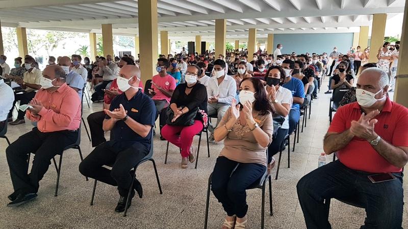 Nuevos profesionales graduados en la Universidad de Camagüey