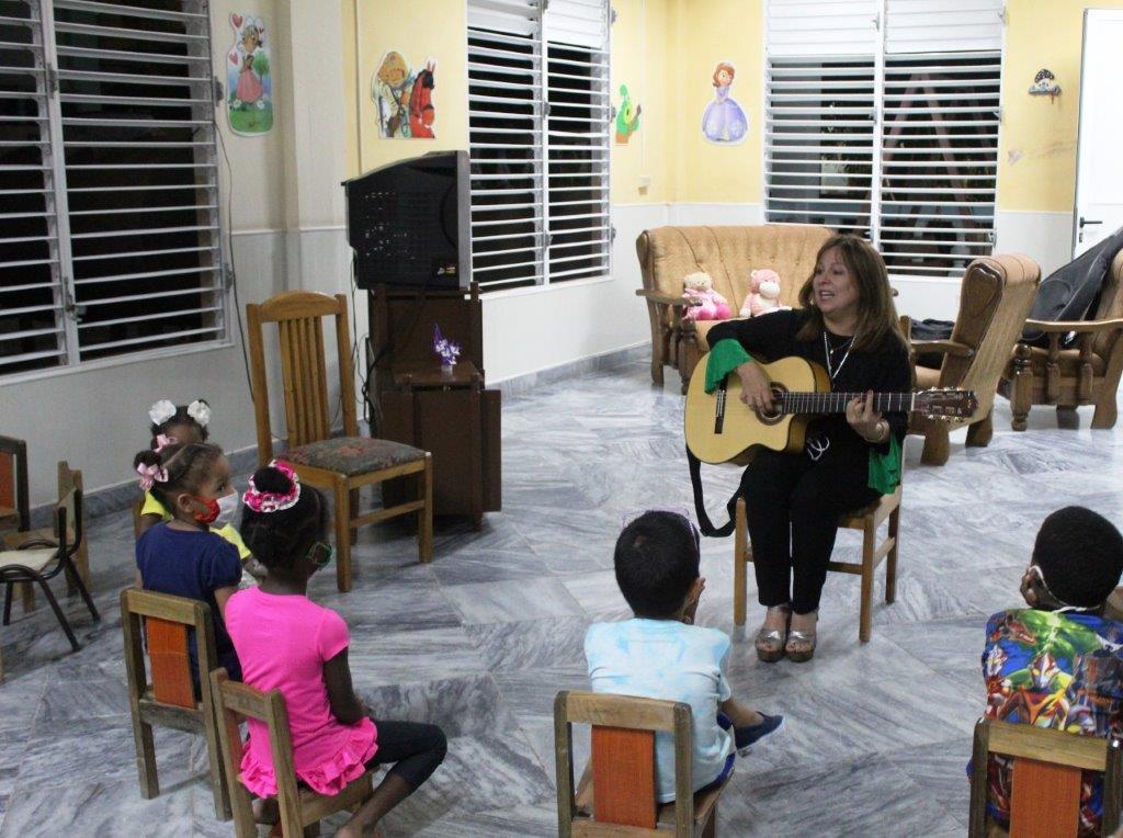 """Liuba María Hevia: """"El  trabajo con los niños es sagrado para mí"""""""