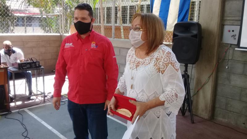 En Audio: Reconocen en Venezuela a educadora cubana