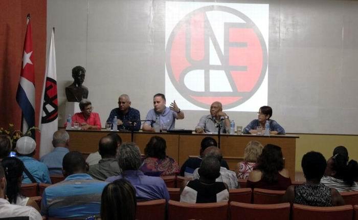 Luis Morlote Rivas, Presidente de la UNEAC en la Isla presidió el intercambio, acompañado por varios miembros de la dirección nacional de la organización, además del compositor Rodulfo Vaillant