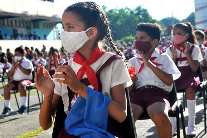 Uniformes escolares, una prioridad de la enseñanza general en Cuba