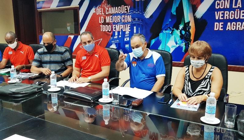 Presidente del INDER Osvaldo Vento chequea medidas en Camagüey reinicio curso escolar Foto Mozotis Fabelo Pinares.