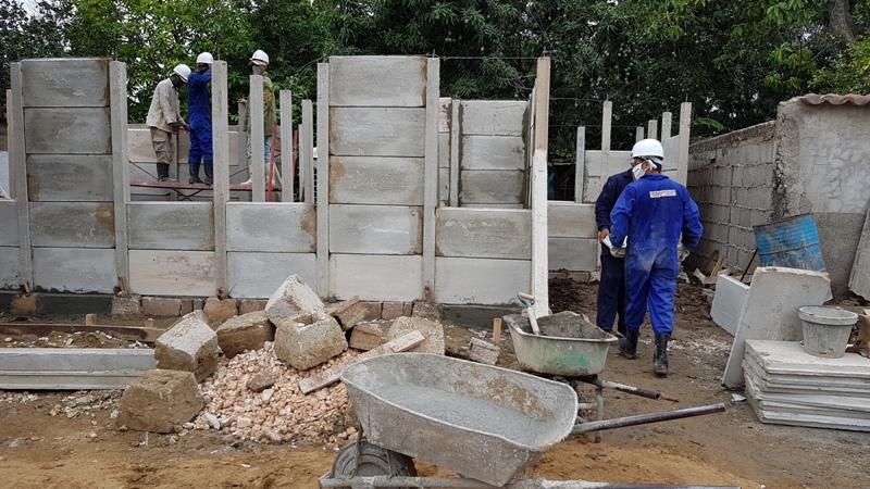 En apenas una semana, avanza la construcción de las nueve viviendas derrumbadas en Florida.