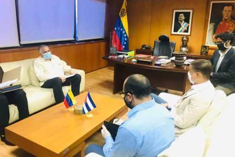 Revisan Cuba y Venezuela convenios en sectores del turismo y el comercio