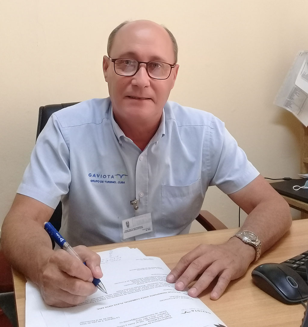 Vicepresidente de mercadotecnia, Frank País Oltuski.
