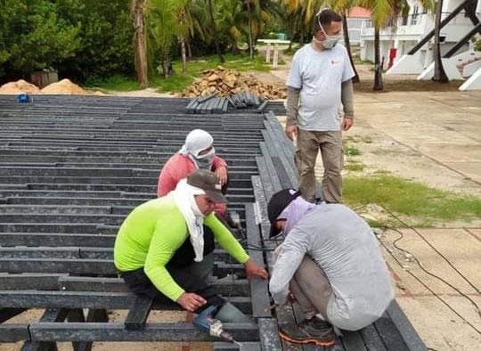 Produce sector no estatal madera plástica para el mercado externo