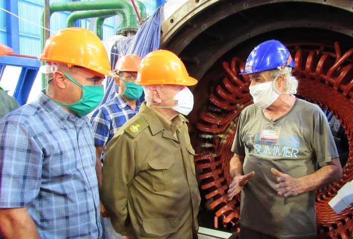Chequea Ramiro Valdés importantes objetivos económicos en Holguín. Foto: Heidi Calderón