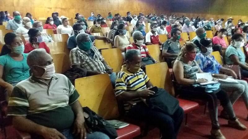 Campesinos de Santiago de Cuba van por más en producción de alimentos. Foto: Camilo González