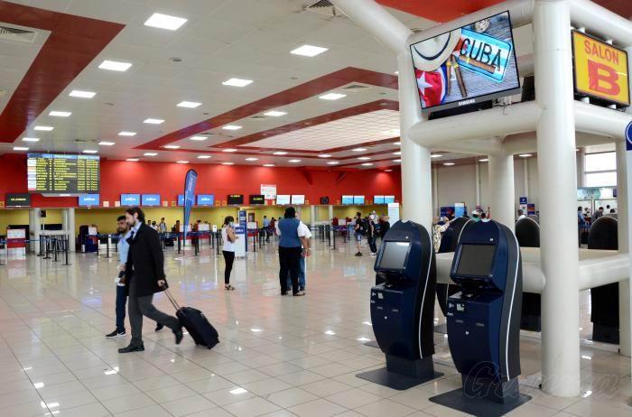 En marzo próximo se prevé comiencen a funcionar 12 quioscos de autocheck-in, una tecnología que permite a los pasajeros realizar el chequeo de sus boletos desde el propio dispositivo. Foto: Ricardo López Hevia