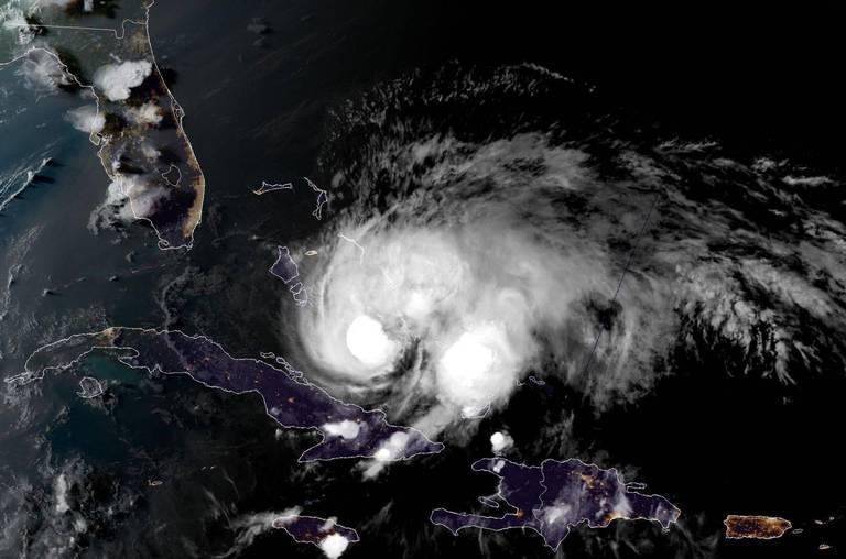 Se prepara la Florida ante amenaza del huracán Isaías