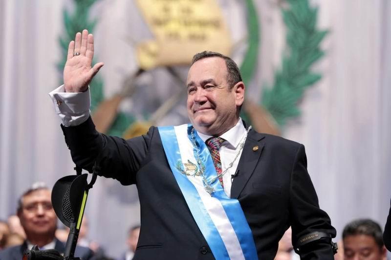 Asumió Alejandro Giammattei la presidencia de Guatemala