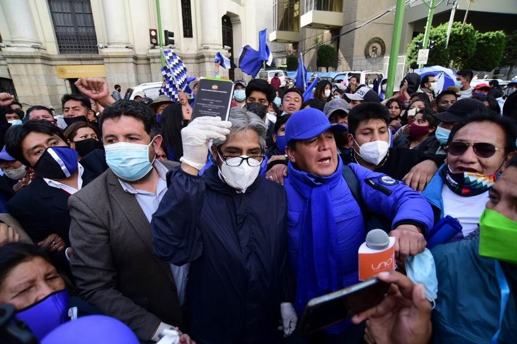 Desaprueban exclusión del MAS en las elecciones de Bolivia