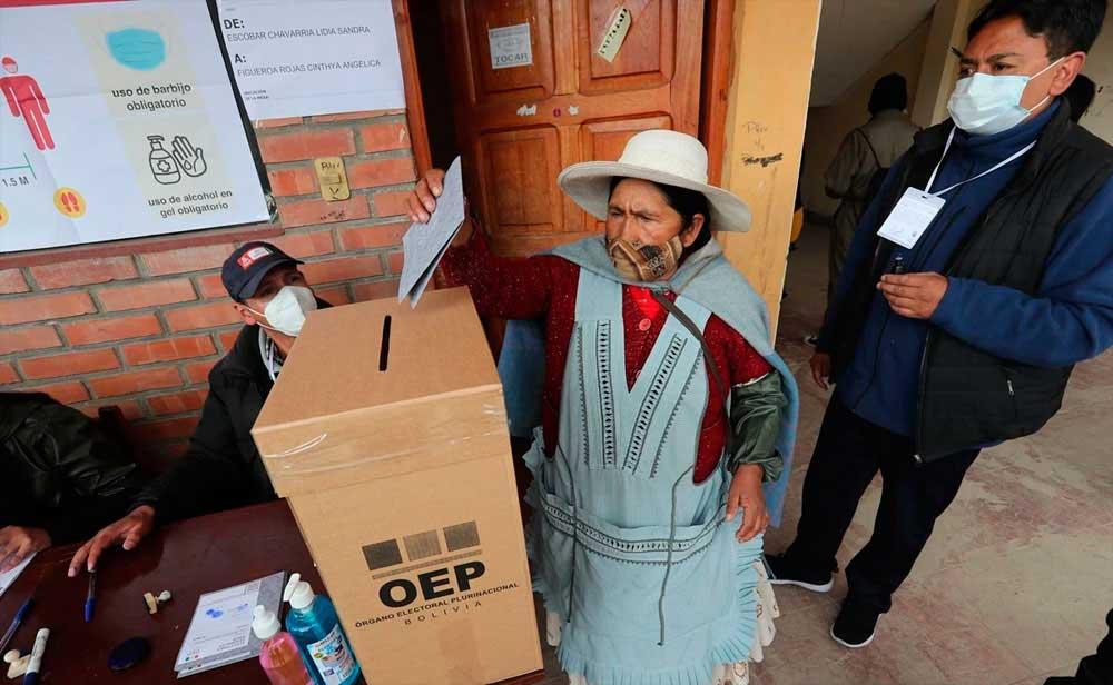 Arrasa el Movimiento al Socialismo en elecciones bolivianas