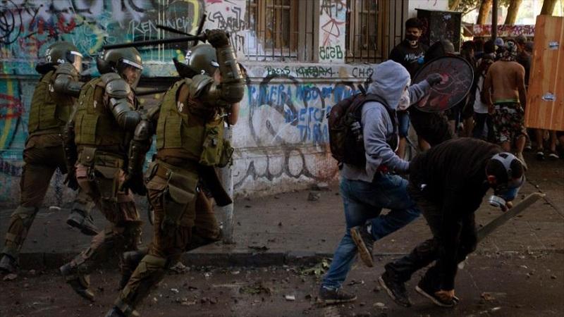 Continúa en Chile la represión de los Carabineros contra los manifestantes