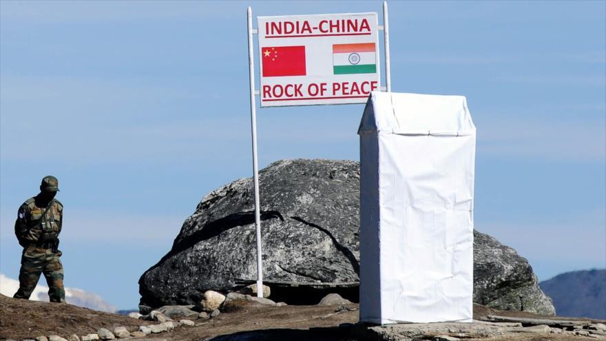 Dialogan China y la India para reducir la tensión en la frontera