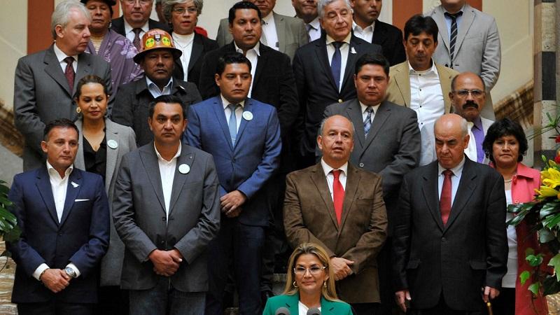 El gobierno de Bolivia acepta destitución del Ministro de Defensa