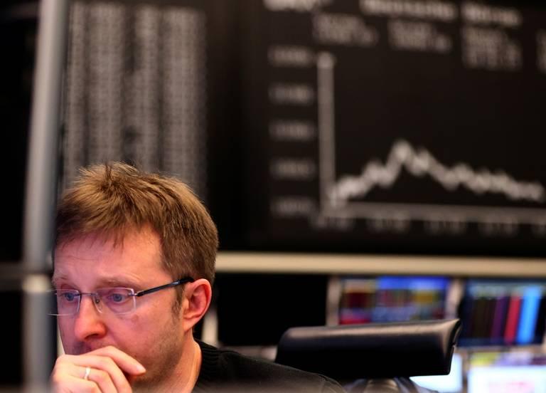Sufren Bolsas mundiales caída de los precios del petróleo ante la evolución del Covid-19