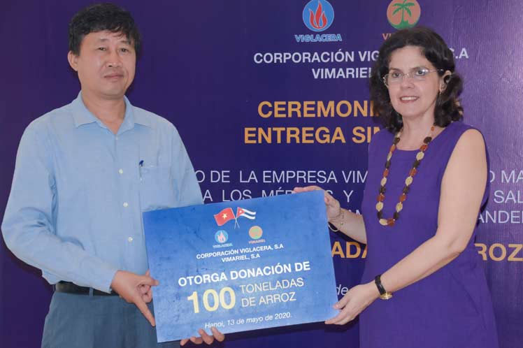 Vietnamese company donates rice to Cuban doctors dealing with COVID-19