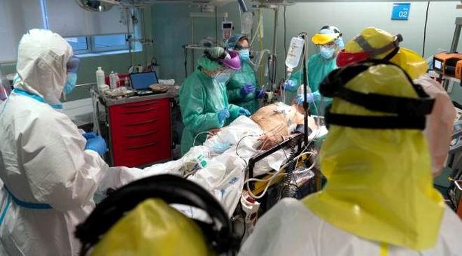 Para octubre, la cifra de afectados por el nuevo coronavirus pudiera llegar a 180.000 en EEUU