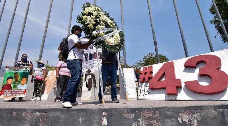 Órdenes de aprehensión para involucrados en desaparición de los 43 normalistas de Ayotzinapa