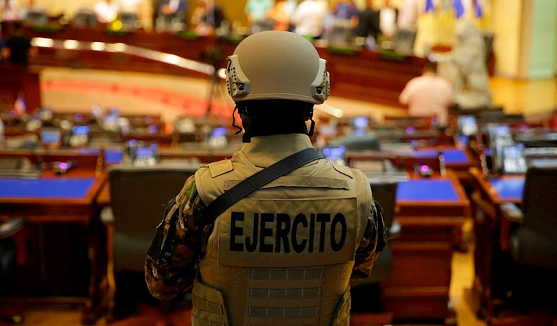 Ingresa El Salvador en crisis de poderes