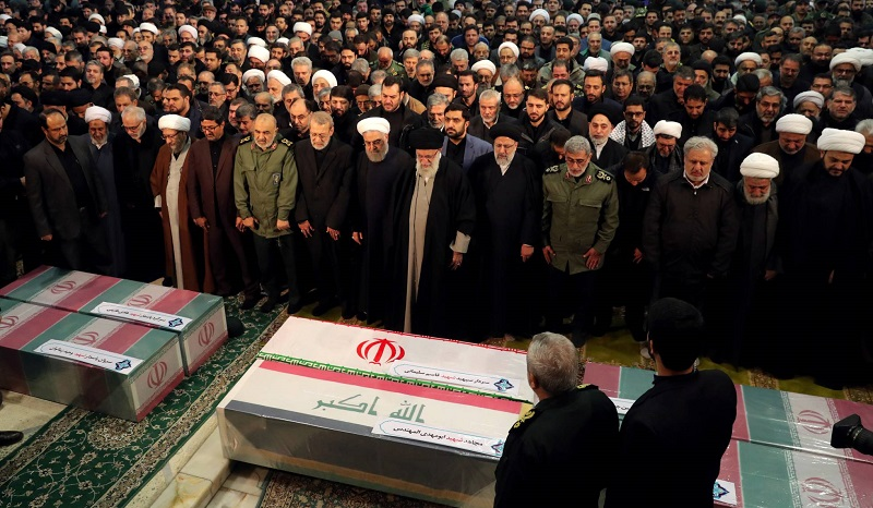Participan cientos de miles de iraníes en los funerales de Soleimani en Teherán