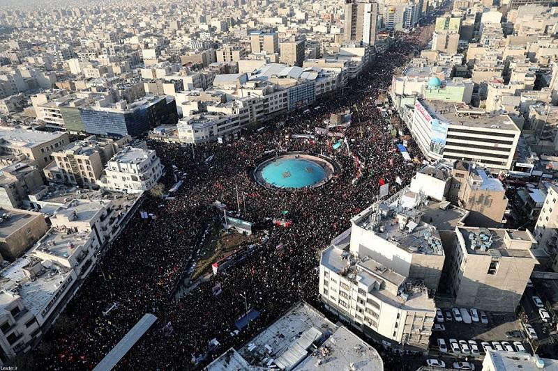 Rinden millones de iraníes homenaje a Qaseem Soleimani en funerales de Estado