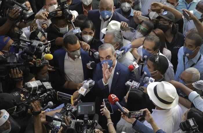 El candidato presidencial de la Fuerza del Pueblo, Leonel Fernández, reconoció el triunfo de Abinader