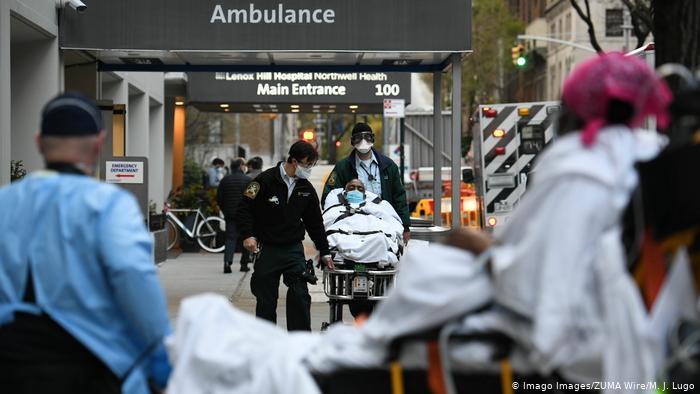 Continúan al alza muertes y contagiados por la COVID-19 en Estados Unidos
