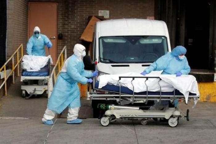 El equipo de la Casa Blanca encargado de lidiar con la pandemia estimó entre 100 mil y 240 mil muertes en Estados Unidos