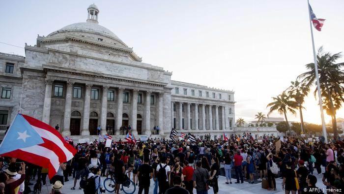 Protestan en Puerto Rico por el mal manejo de la crisis tras el terremoto