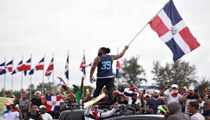 Continúan protestas en Dominicana tras suspensión de elecciones