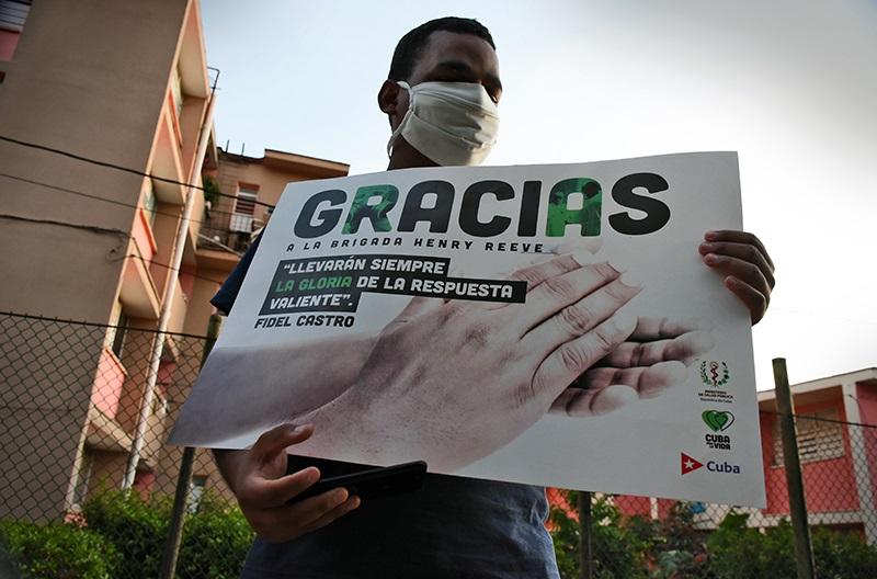 📸 Pueblo habanero recibe desde la cuarentena a 52 héroes de batas blancas