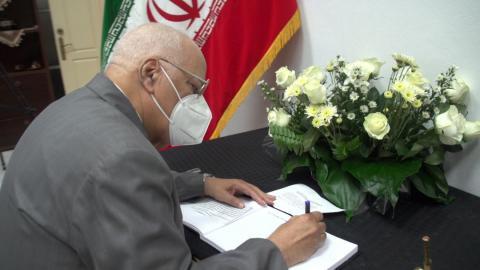Firma viceprimer ministro cubano libro de condolencias en Embajada de Irán