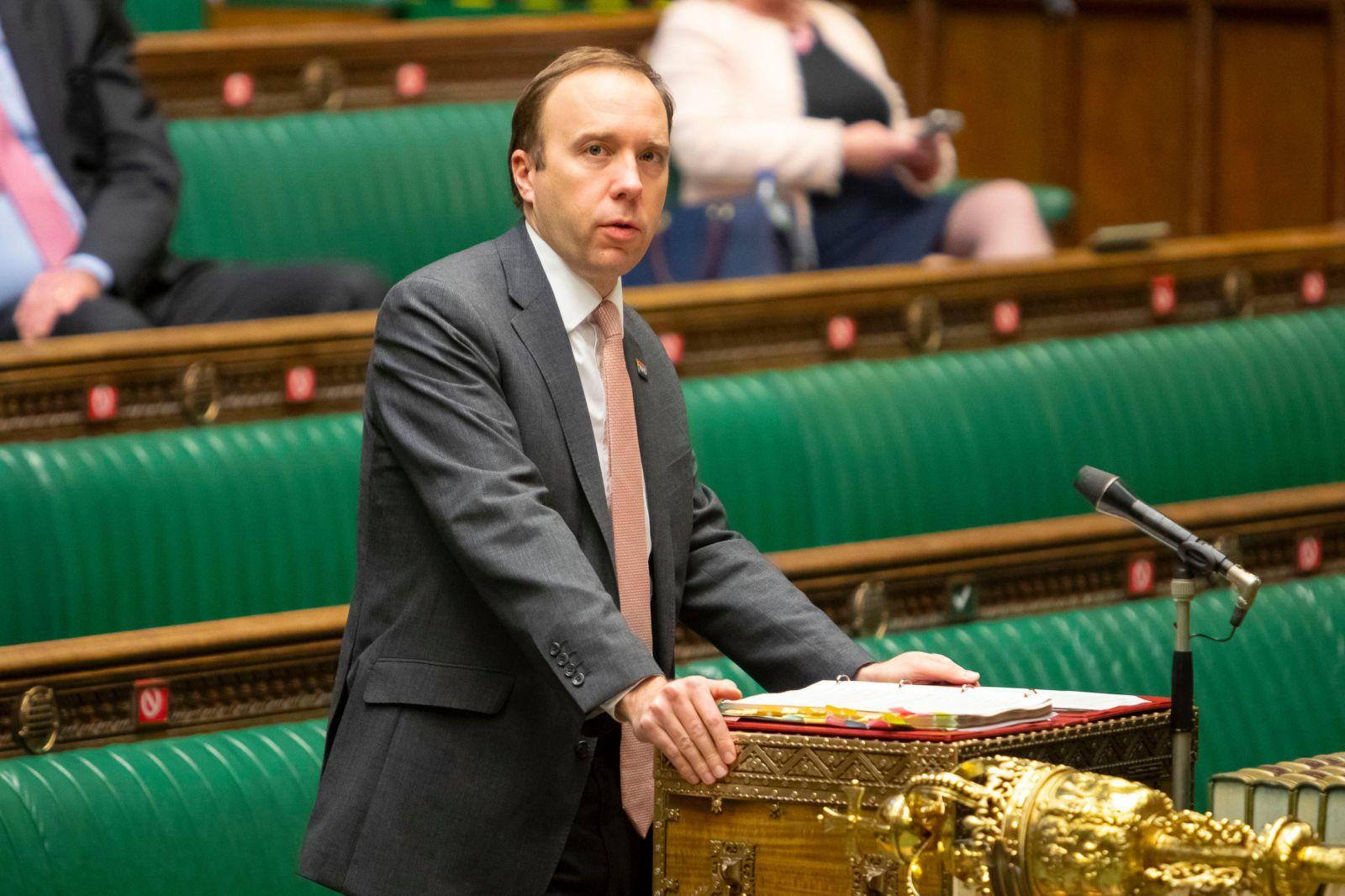 Secretario de Salud del Reino Unido: la nueva cepa de la Covid-19 está fuera de control
