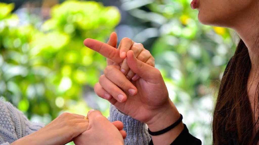 Multisectorial, accesible y gratuita: atención a personas sordo-ciegas en Cuba (+Audio)