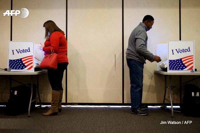 Votan los demócratas en su cuarta contienda de la campaña para la nominación presidencial